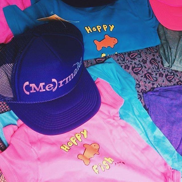 "I put the ""me"" in (me)rmaid💁💁♂️🐳🐬🐠 _______________________________ #happyfishhawaii #mermaid  #justkeepswimming #apparel #yoga #paradise #islandlife #islandwear #supportlocal #colorful #shophawaii #happywear"