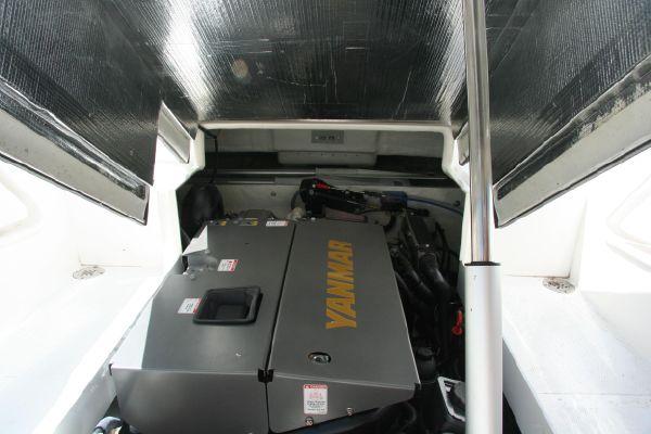 Novurania-21ft-650-custom-03.jpg