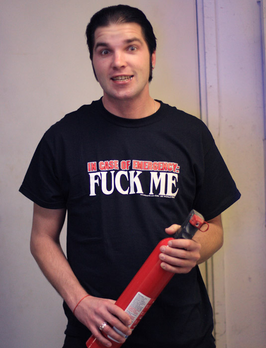 Funny_Offensive_Mens_Tee_Shirts_IN_CASE_OF_EMERGENCY_FUCK_ME_Sik_World-Sulo_8299.jpg