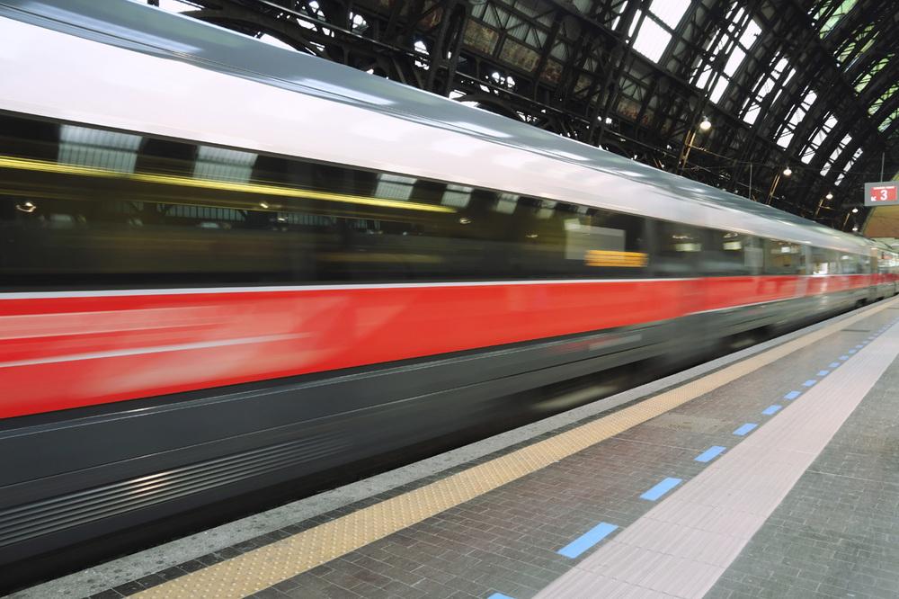 italian-bullet-train-freccia-rossa.jpg