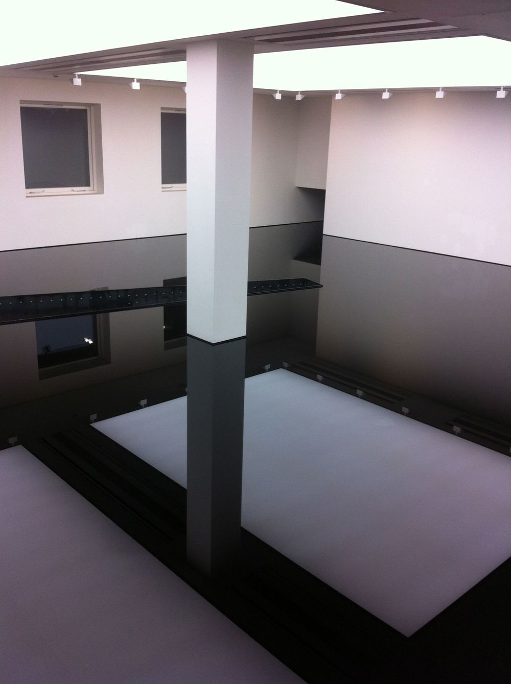 Richard Wilson's Site Specific Oil Installation @ The Saatchi Gallery