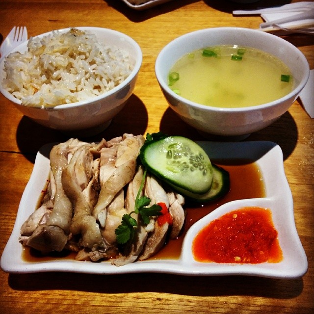 Some of the best Hainanese chicken rice in Perth. See the full review on the blog. #perth #lunchforatenor #perthfood #cheapeats #chickenrice