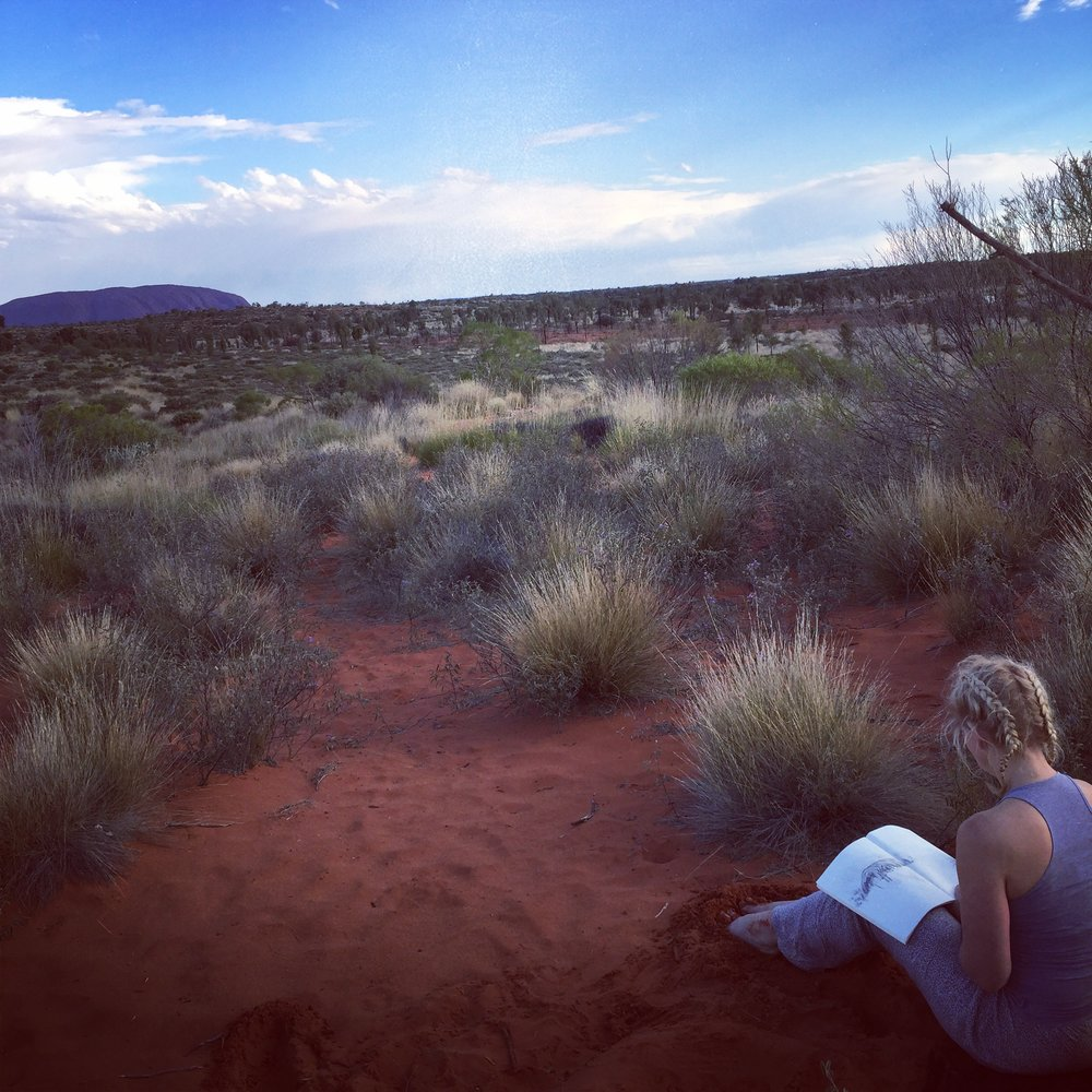 While the horizon line is quite clear in this picture - being there at Yulara and taking in the spiritual and philosophical view as well as the one before my eyes causes the horizon to become less and less distinct.