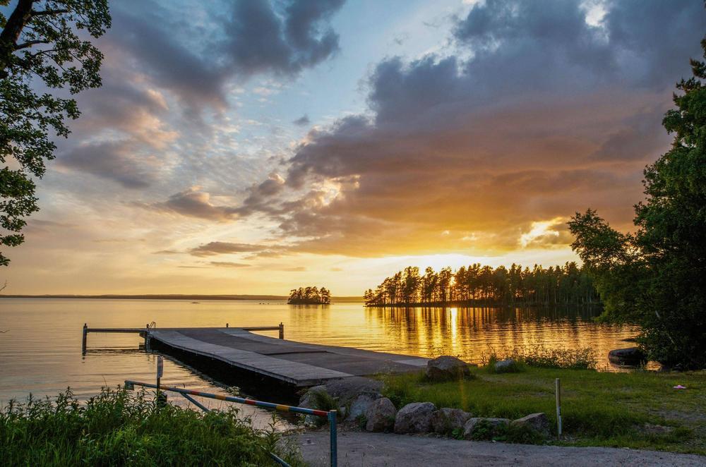 Beautiful-Sunset-over-a-Swedish-Lake.jpg