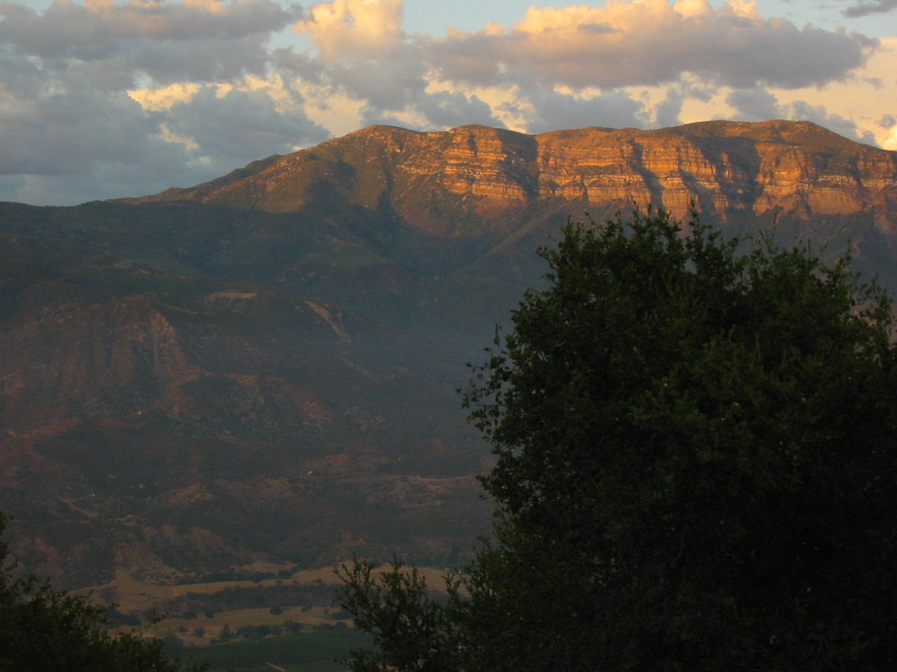 THE PINK MOMENT on the 6,200-foot Topa Topa Bluffs as viewed from Meher Mount. (Photo: Dorothy Hartmann, 2011.)