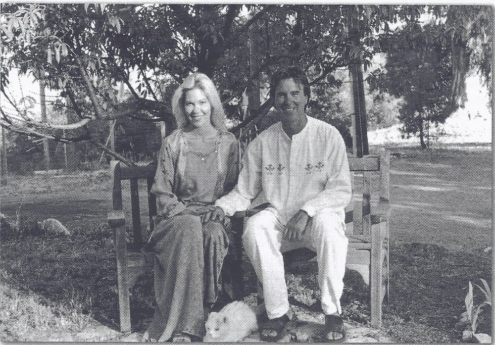 ELIZABETH ARNOLD & RAY JOHNSTON at Meher Mount in 2003. (Photo: Love Street Lamp Post)