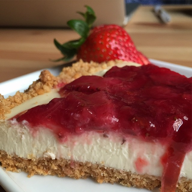 Lemon honey cheesecake with strawberry plum compote