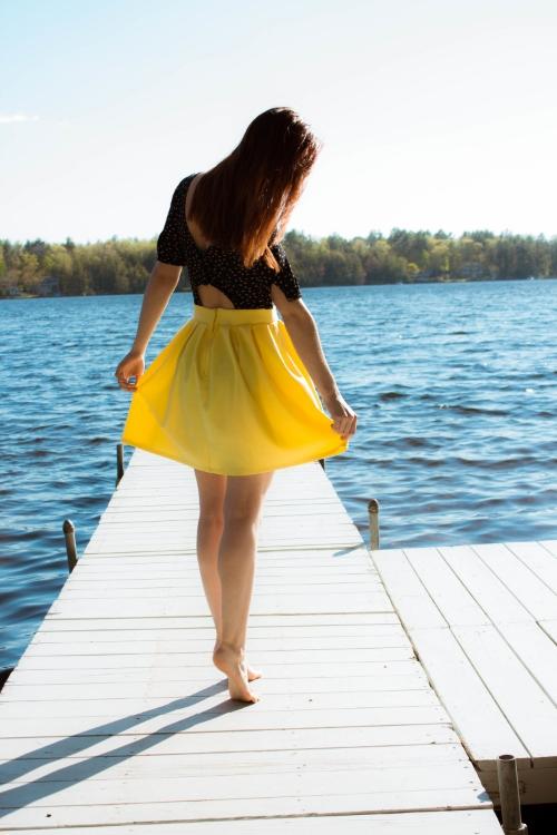 sidebmodeling_sundress_yellow
