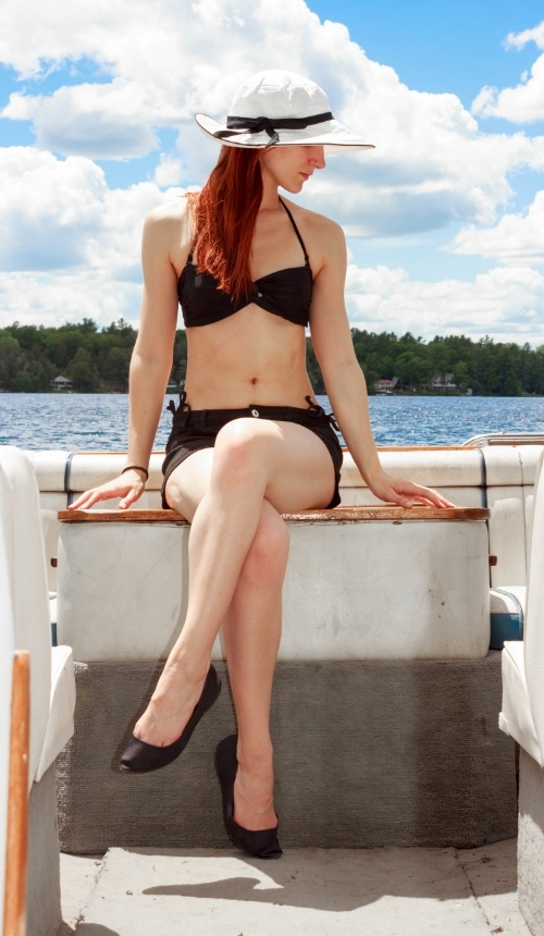 Relaxing on the boat with a sunhat makes me feel way more elegant than I really am...