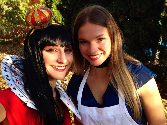 Bloggers Sidebmodeling and Playing Martha as The Red Queen and Alice in Wonderland