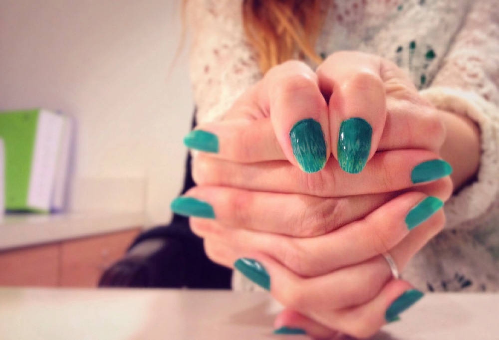 Spring Nail Art:Grass inspired gradient andtexture.