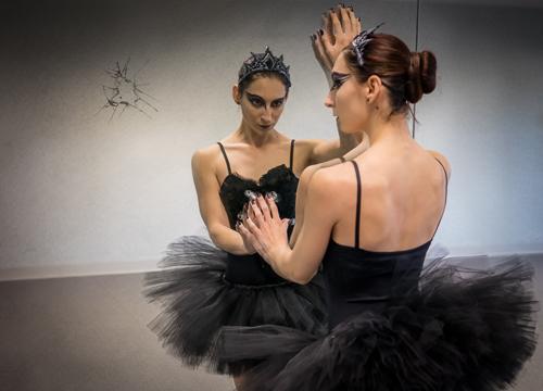 sidebmodeling_month_of_masquerades_black_swan_reflection.jpg