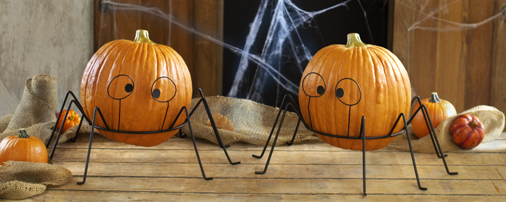 super easy decor idea: halloween pumpkin stands from tag2u.com