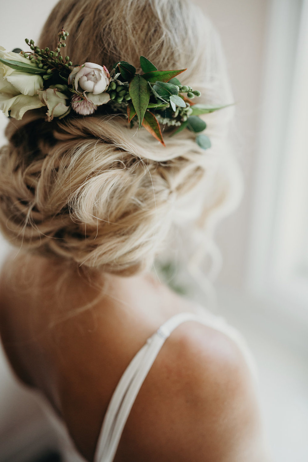 This hairpiece is so unique, it is not too large or overwhelming, but the perfect detail to this low bun.