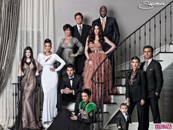 Khloe-Kardashian-Family-Christmas-Card-2010-1215100wtmk-580x435.jpg