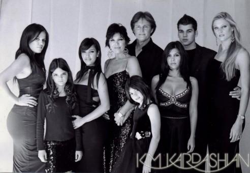kim-kardashian-jenner-family-christmas-card-12-492x340.jpg