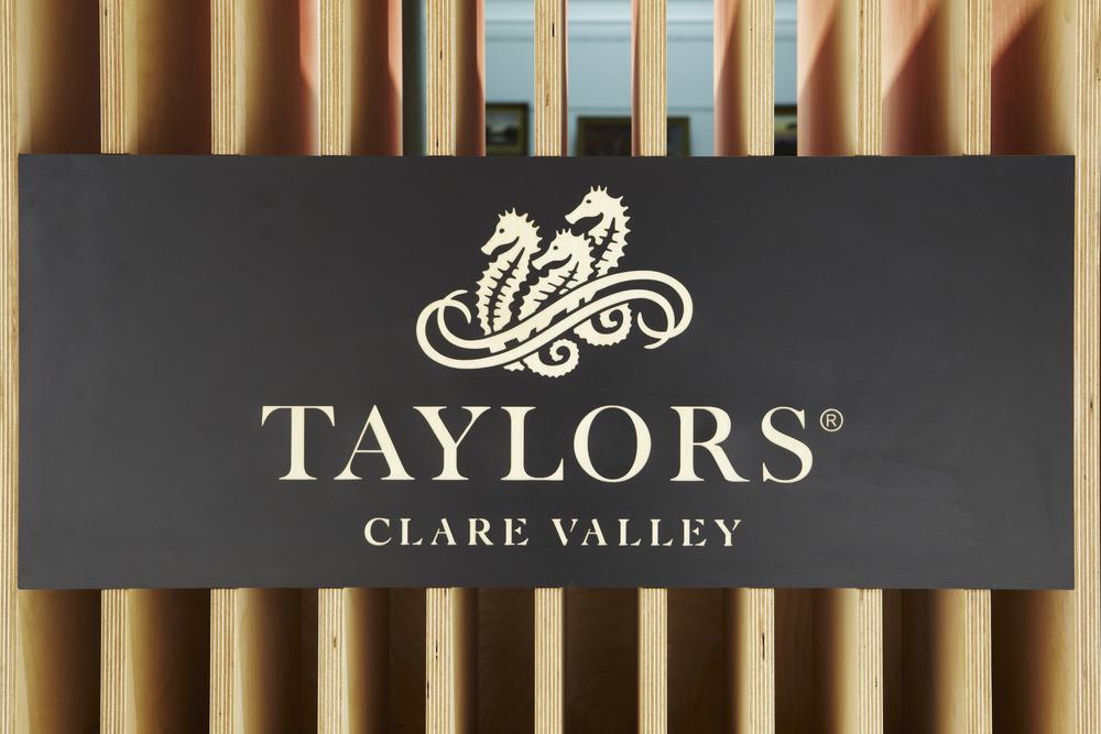 VertDesign_TaylorsBar_035.jpg