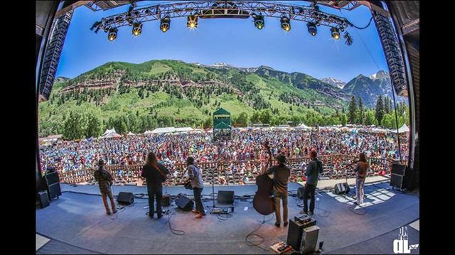 #tbt to this year at The Telluride Bluegrass Festival @planet.bluegrass ¥ What a great day that was. 📸 @onthedlphoto