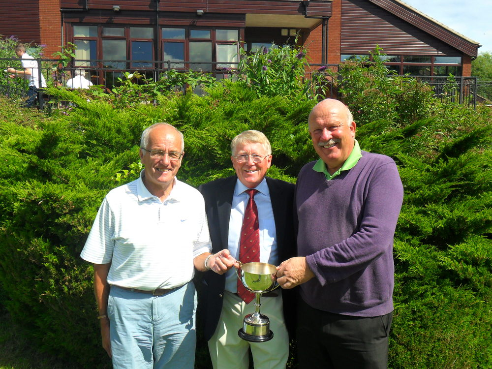 Mike Reynolds, Billy Groves (Club Captain), Charlie Wilderspin