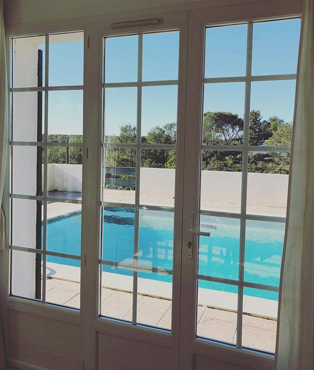 Croire que l'été n'est plus si loin... Maison Hauts de Nîmes & sa piscine genre Club Med 🏊🏻♀️... #buyahouseinnimes #nimes