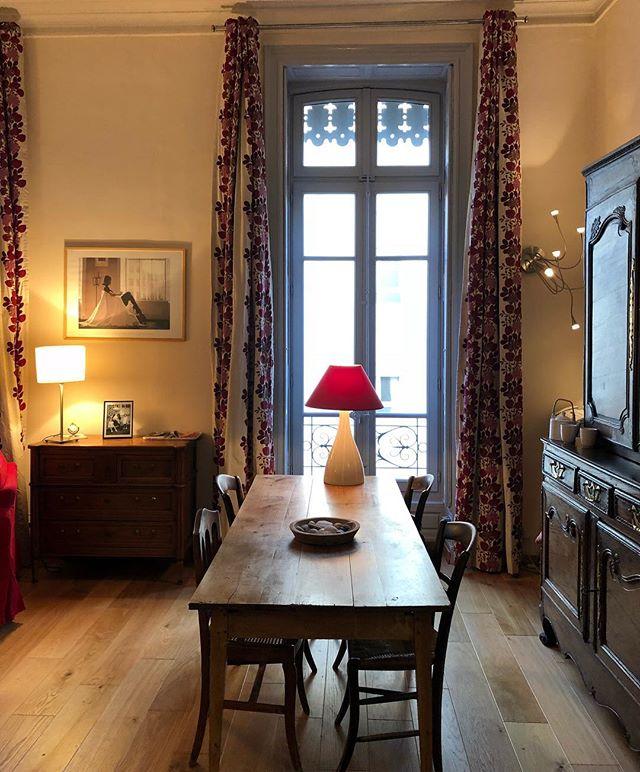 Un coin parfait pour des repas entre amis... ou en famille....appartement à deux pas de la Maison Carré... #buyanappartementinnimes #nimes