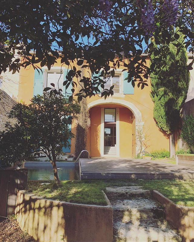 Elle a tout d'une grande & un charme fou... maison de village à Générac. #buyahouseinthesouthoffrance