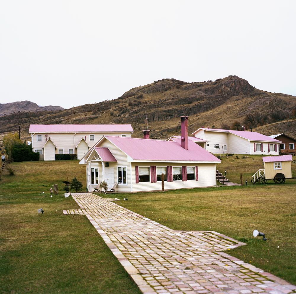 04_pink_roof_hotel.JPG