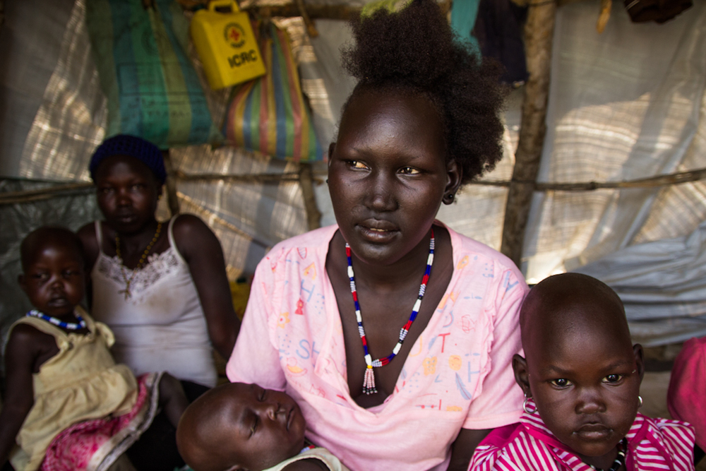 4 - Managuei IDP site, mother, girl, boy (79 of 120).jpg