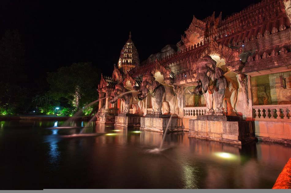 Шоу проходит во Дворце Слонов