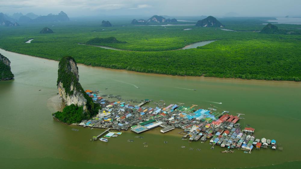 aerial-view-ko-panyi-a-muslim-fishing-village-phang-nga-bay-thailand_e1dwz956__F0000.png