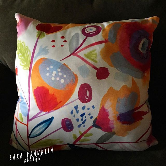 It's Friday yay!! 😎 And my new pillow is here! 🌸 Available in my #etsyshop 🌈 #pillows #artist #artistsoninstagram #homedecor #etsy #surfacedesign #printandpattern