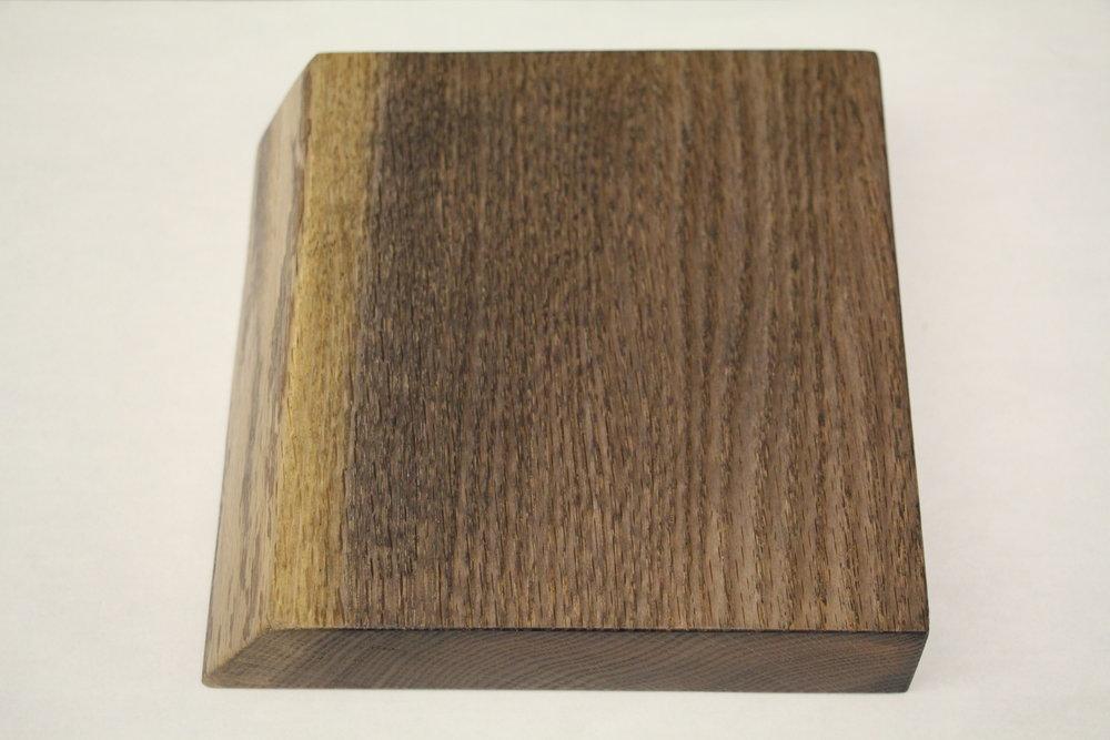 Oak / live edge / medium oxide / polyurethane / dull