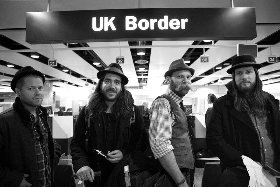 Border crossers - Photo by Rebecca Joelson