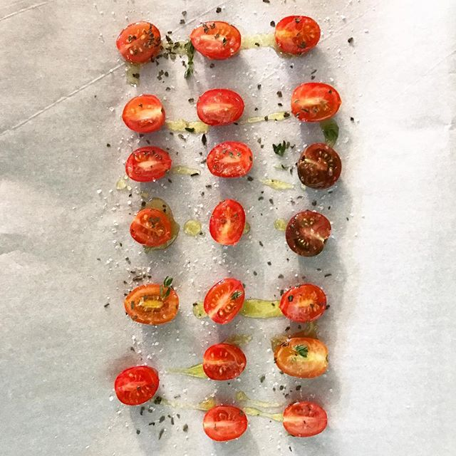 One of my goals for this year is to learn how to cook well, so I enrolled in Gordon Ramsay's @masterclass. It's phenomenal! I highly recommend it. This is a picture of me about to dry tomatoes. I burned half of them. Whoops! At least I'm trying. 🍅🔥🤓 #tomatoes #liveauthentic #foodbeast #eeeeeats #eatfamous #feedfeed #dailyfoodfeed #onthetable #lifeandthyme #f52grams #tastingtable #huffposttaste #heresmyfood #buzzfeast #eattheworld #eater #rslove #foodandwine #foodblogfeed #pdxnow #portlandnw