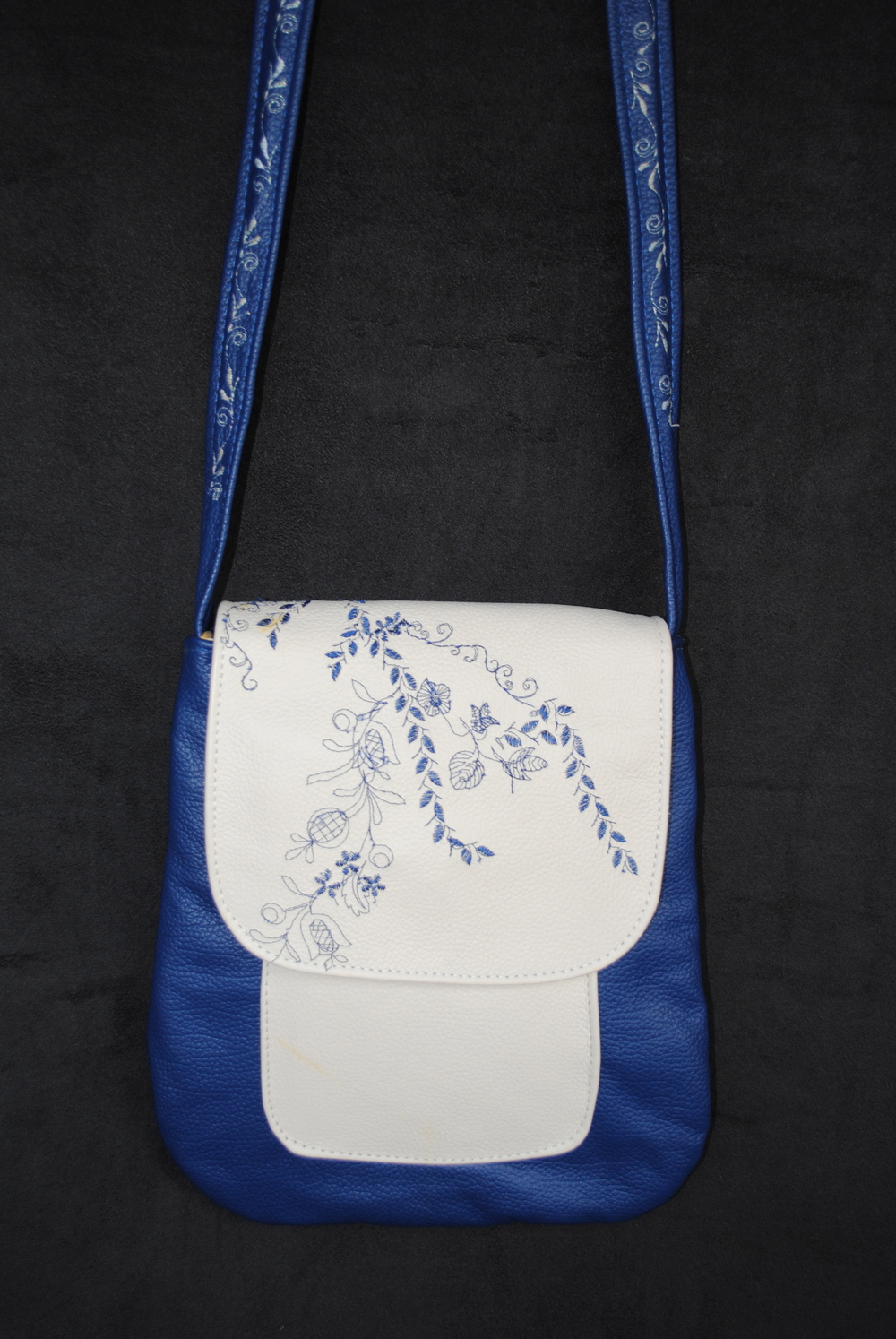Blue Flowers Flap In Leather small Messenger