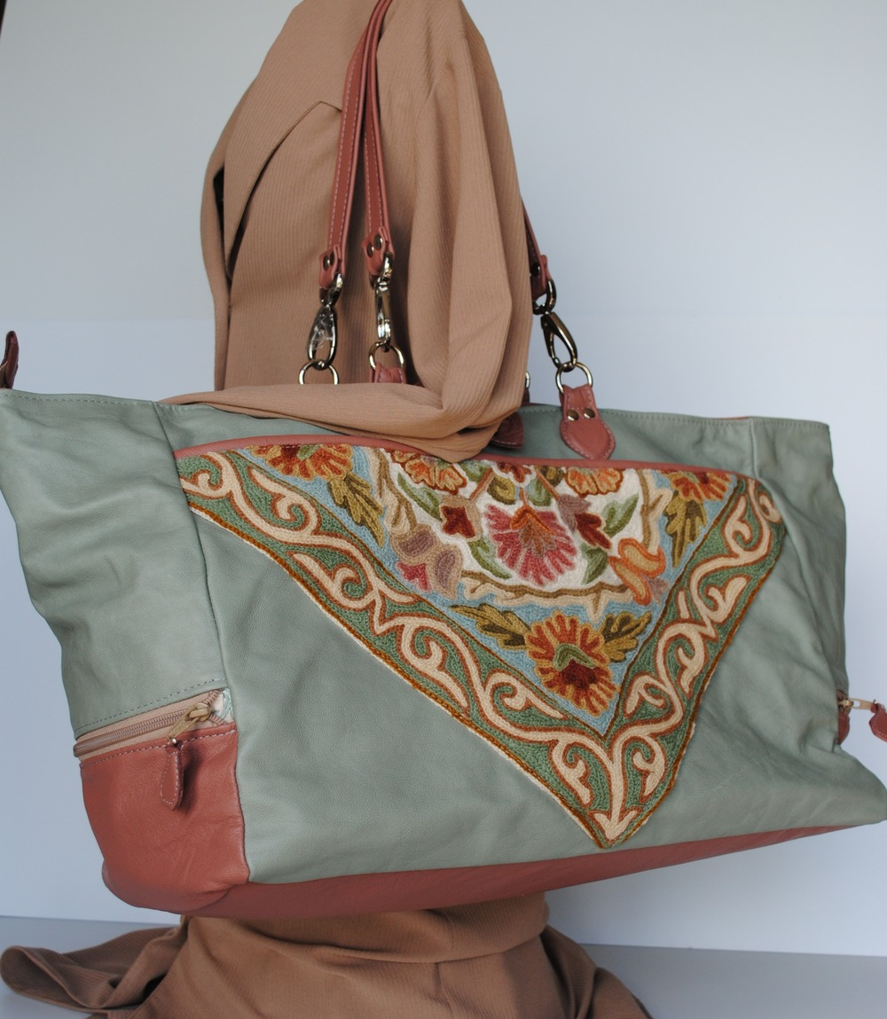 "Large Leather Overnight Bag with Woven Kashmiri Pocket ""Himalay"""