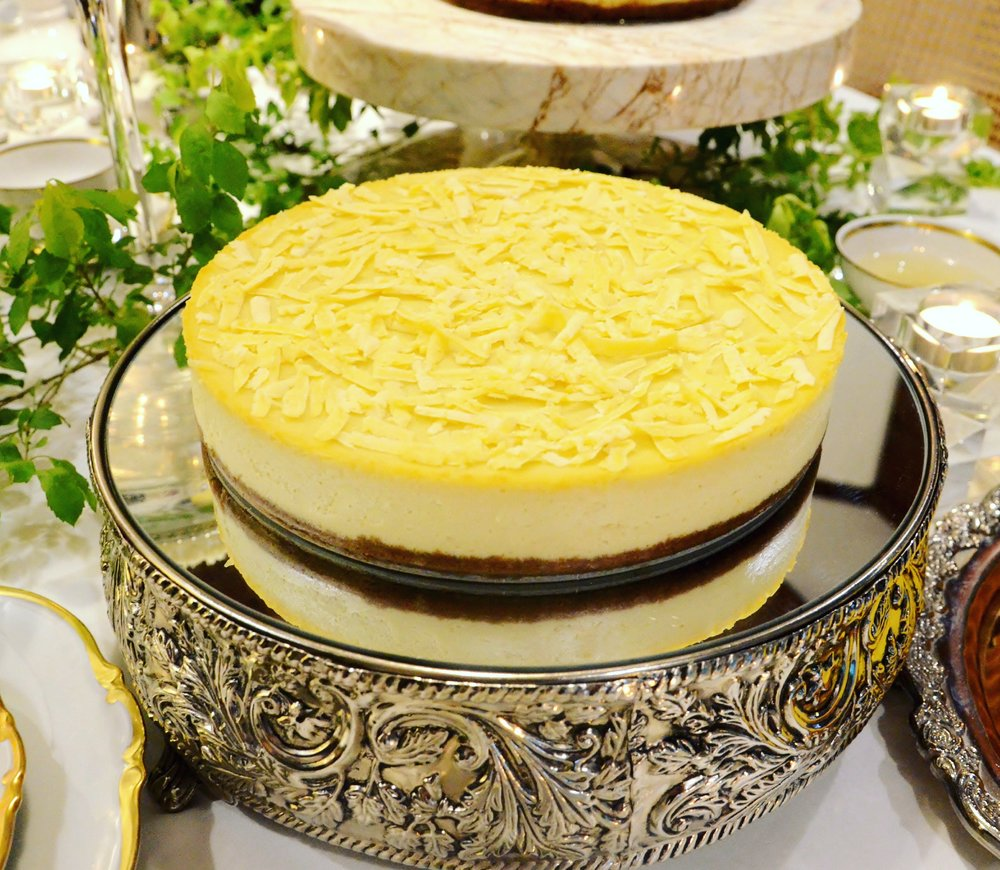 - QUEZO DE BOLA CHEESECAKEGenerous shavings of Quezo de Bola enveloped in a rich and velvety cheesecake.Available in Original and Sugar-free variant.9 inch (serves 10-12) Original P14006 inch (serves 6-8) Original P7009 inch Sugar-free P14006 inch Sugar-free P700Place an Order