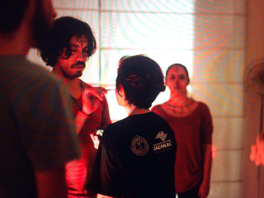 Vierailimme helmikuussa São Paulossa (Brasilia), jossa vedimme Teatro Ritualistico -työpajan yhteistyössä Todellisuuden tutkimuskeskuksen, Taideyliopiston Teatterikorkeakoulun ja São Paulon Escola de Teatron kanssa. Työpaja huipentui koko illan rituaalistiseen esityskokonaisuuteen Galleria Fidalgossa, Vila Madalenassa. Lisää  kuvia galleriassa .