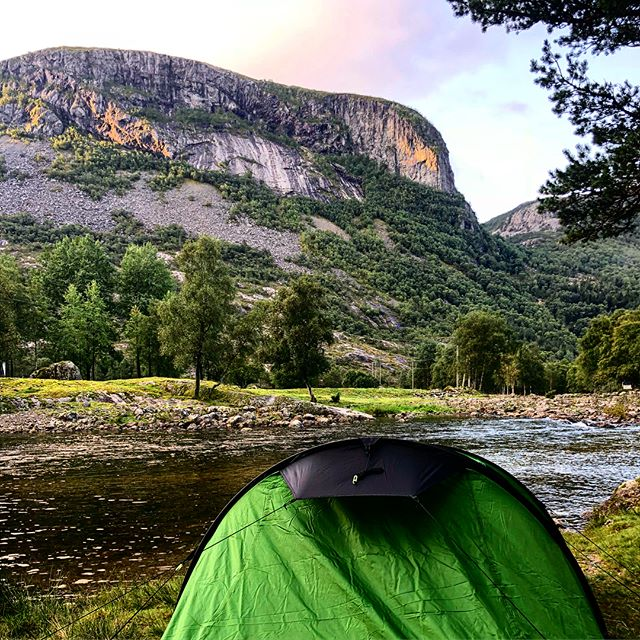 Godmorgen Norge ⛰🏕🇳🇴 tak for the free camping with kickass views . #noway #norway