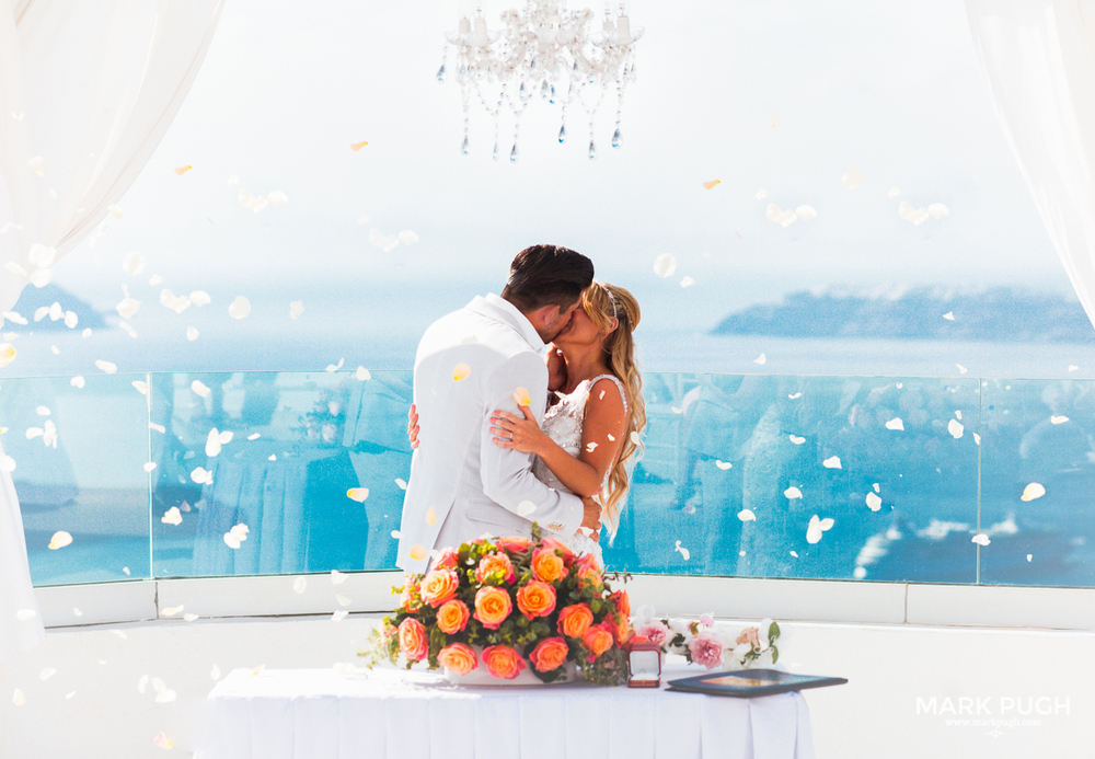 052 - Kerry and Lee - Destination Wedding in Santorini by www.markpugh.com -0522.JPG