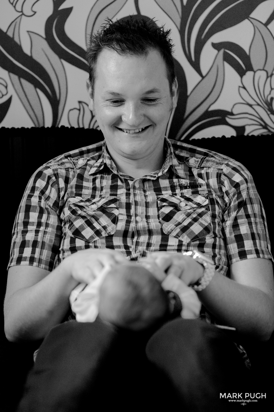 031 Sarah Martyn and Elijah family and newborn photography session by Mark Pugh www.markpugh.com.jpg