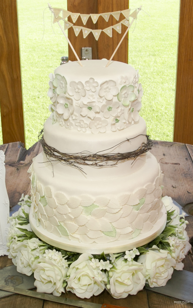 Wedding Cakes East Midlands Uk - 5000+ Simple Wedding Cakes