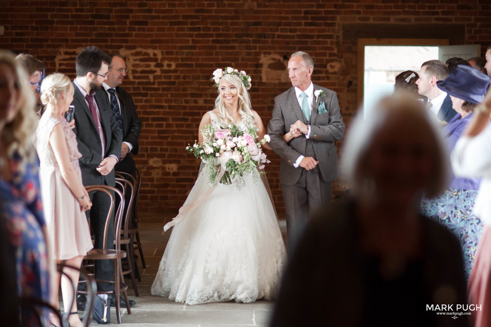 097 - Elloise and Ben - fineART wedding at Hazel Gap Barn NG22 9EY by www.markpugh.com Mark Pugh of www.mpmedia.co.uk_.JPG