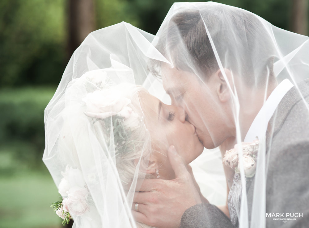 168 - Elloise and Ben - fineART wedding at Hazel Gap Barn NG22 9EY by www.markpugh.com Mark Pugh of www.mpmedia.co.uk_.JPG