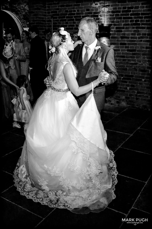 178 - Elloise and Ben - fineART wedding at Hazel Gap Barn NG22 9EY by www.markpugh.com Mark Pugh of www.mpmedia.co.uk_.JPG