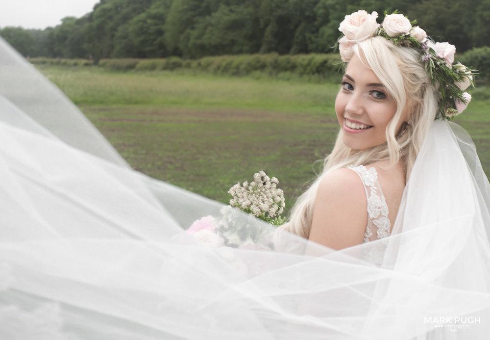 009 - Elloise and Ben - fineART wedding at Hazel Gap Barn NG22 9EY by www.markpugh.com Mark Pugh of www.mpmedia.co.uk_.JPG