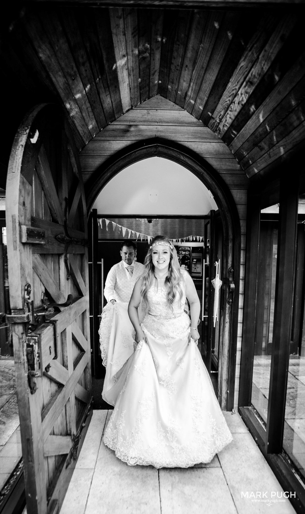103 - Lucy and Tim - fineART wedding photography featuring the Goosedale Conference and Banqueting venue NG6 8UJ by www.markpugh.com Mark Pugh of www.mpmedia.co.uk_.JPG