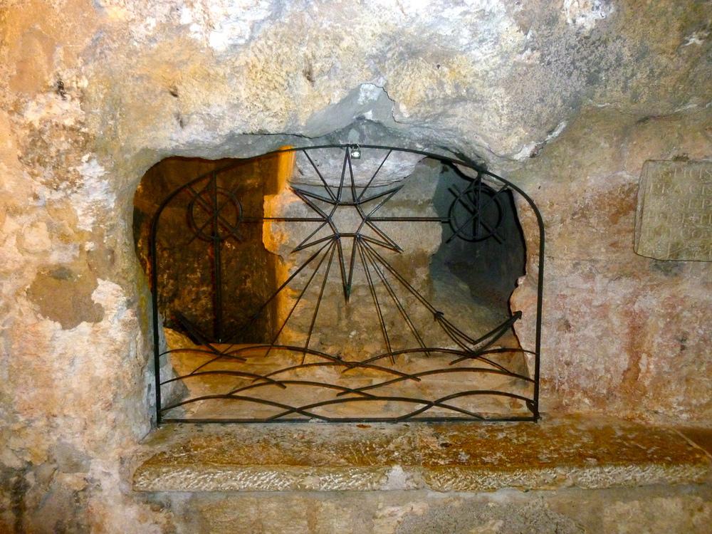 Elmorelian Christmas cave