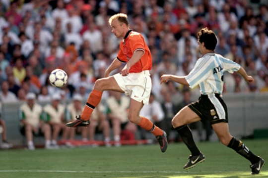 Bergkamp, with only the right foot: 1, 2, 3.