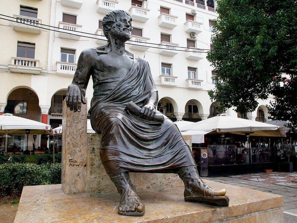 Aristotle statue Thessaloniki.jpg